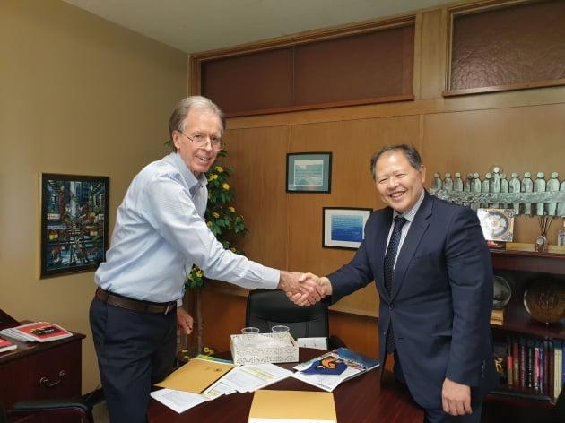 비르너 콘코디아대 부총장과 이근용 대구사이버대 총장이 업무협약을 맺었다.